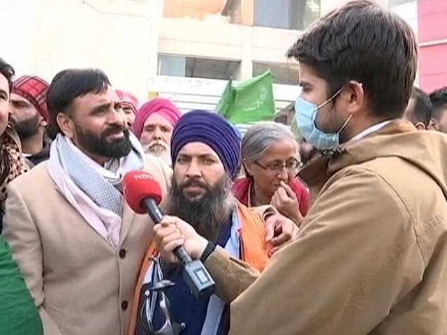 Video : Singer Babbu Maan Joins Farmers' Protest At Singhu Border