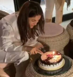 Shehnaaz Gill Celebrates Birthday With Sidharth Shukla And A Yummy Cake!