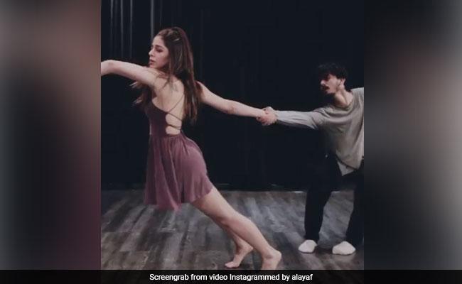 अलाया फर्नीचरवाला ने 'मैं तेरा' सॉन्ग पर किया ऐसा खूबसूरत डांस, Video देख तारीफ करते नहीं थक रहे फैंस