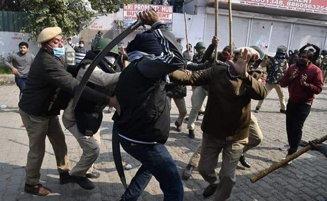 दिल्ली पुलिस ने पुलिसकर्मी पर तलवार से हमला करने वाले समेत 44 लोगों को दबोचा