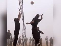 "Army Day 2021: Akshay Kumar Played Volleyball With ""Bravehearts"" As A Warm-Up Excercise"