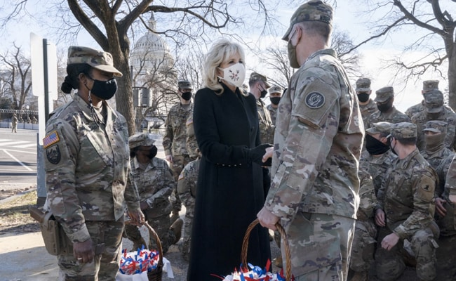US First Lady Thanks National Guard Members With Chocolate Chip Cookies