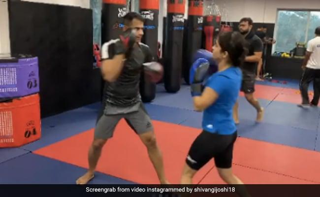 Shivangi Joshi ने बॉक्सिंग में आजमाए हाथ, कभी की मुक्केबाजी तो कभी मारे पुशअप्स- देखें Video