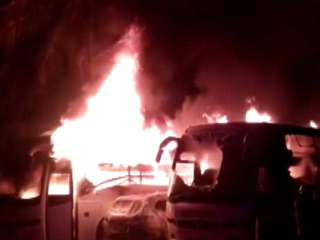 Video : Fire Engulfs 2 Buses, 1 Car At Parking Lot In Mumbai's Borivali