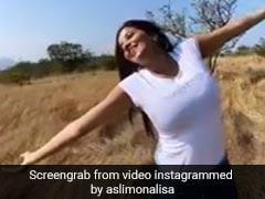 प्रकृति के बीच मोनालिसा का Video हुआ वायरल, शाहरुख खान के गाने पर झूमती आईं नजर