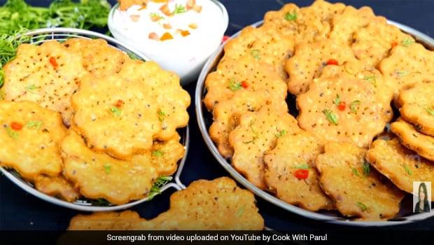 Indian Cooking Tips: How To Make Street-Style Spicy Rice Papadi (Khichiya Papadi)