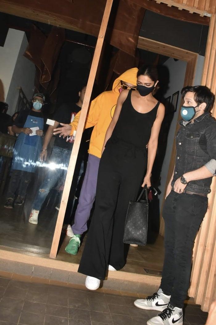 , Inside Deepika Padukone And Ranveer Singh's Date Night With Director Shakun Batra. See Pics,
