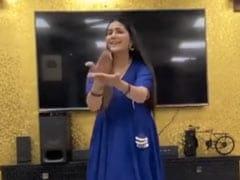 Sapna Choudhary ने नीला सूट पहन हरियाणवी गाने 'चटक मटक' पर किया ऐसा डांस, Video ने मचा दी सोशल मीडिया पर धूम