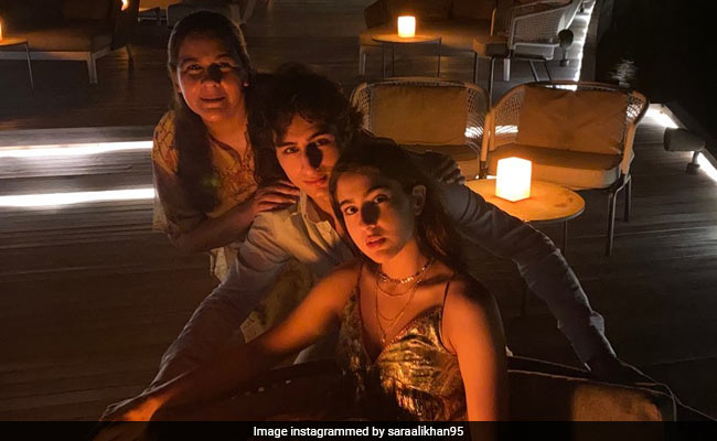 Sara Is Chilling In Maldives With Usual Suspects Amrita Singh, Ibrahim