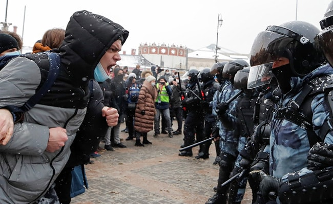 Russia Says Police Response To Navalny Protests 'Justified'