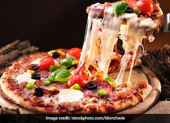 Woman Asks For 1 Cr Compensation For Being Served Non-Veg Pizza, Says It Caused Her 'Mental Agony'