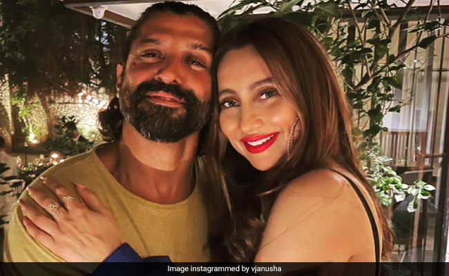 This Pic Of Farhan Akhtar And Anusha Dandekar Is The Definition Of 'Cool'