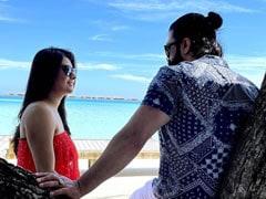 KGF फेम यश ने मालदीव में पत्नी संग यूं दिया रोमांटिक पोज, खूब वायरल हो रहीं Photos
