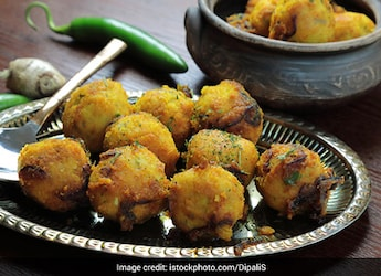 Ever Tried <i>Moong Dal Ke Kabab</i>? This Soft-Vegetarian Kabab Is Ultimate Indulgence