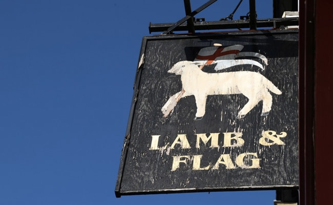 450-Year-Old Oxford Pub Visited By Literary Greats Shuts Down Amid Covid