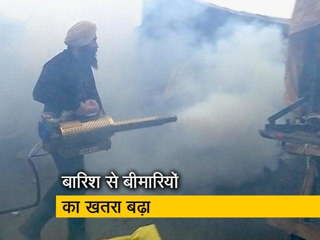 Videos : सिंघू बॉर्डर : फॉगिंग मशीन ले आए पंजाब के किसान, पानी जमा होने से खड़ी हुई परेशानी