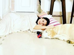 """Mom-To-Be Anushka Sharma And Her Doggo Are """"Serial Chillers In The House."""" Here's Proof"""