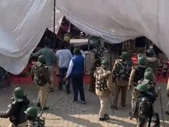 Farmer's Protest LIVE Updates: पत्थरबाजी और लाठीचार्ज के बाद सिंघु बॉर्डर किले में तब्दील, चारों तरफ कड़ी सुरक्षा व्यवस्था