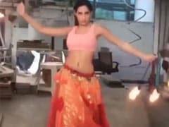 नोरा फतेही ने आग के बीच 'साकी-साकी' गाने पर किया बेली डांस, देखें थ्रोबैक Video
