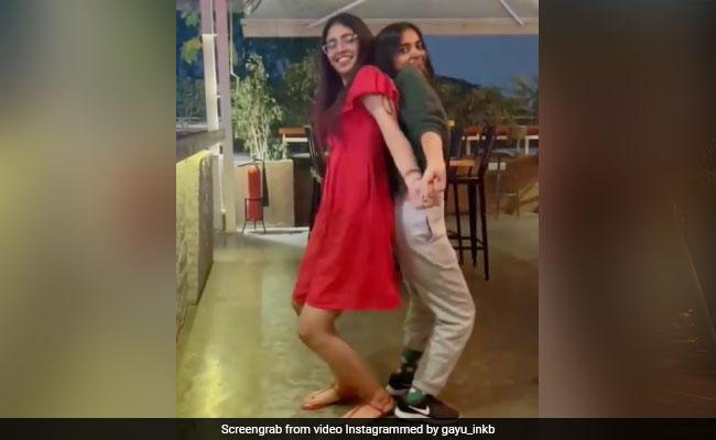 प्रिया प्रकाश वारियर ने रेड ड्रेस में दोस्त के साथ यूं जमकर किया डांस, Video खूब हो रहा है वायरल
