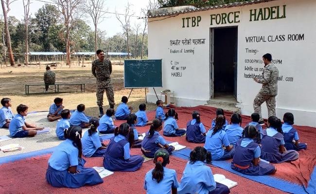 ITBP ने छत्तीसगढ़ के कोंडागांव में स्थानीय बच्चों के लिए शुरू की 'स्मार्ट' क्लासेज