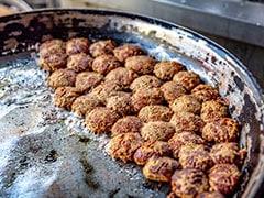 साउथ इंडियन ने कबाब के साथ खाया चावल, खूब उड़ा मजाक, लोग बोले- ये कबाब का मर्डर है...