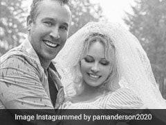 Pamela Anderson ने 53 साल की उम्र में की छठी शादी, बॉडीगार्ड के साथ रचाया ब्याह