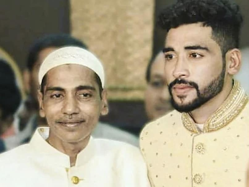 Mohammed Siraj drives straight to father`s grave after landing in Hyderabad