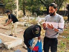 हैदराबाद पहुंचने पर सिराज हवाईअड्डे से सीधे पिता की कब्र पर श्रृद्धांजलि देने पहुंचे