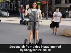 सलमान खान की एक्ट्रेस भाग्यश्री ने इस अंदाज में की सेगवे इलेक्ट्रिक स्कूटर की सवारी, वायरल हुआ Video