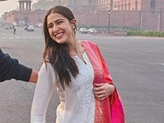 Sara Ali Khan Does Chic Ethnic Wear To Perfection In A White Suit And Colourful <i>Dupatta</i>