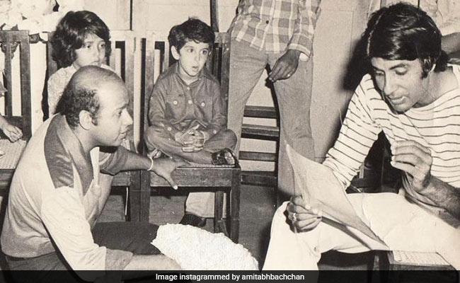 Spot Tiny Hrithik Roshan In Amitabh Bachchan's Throwback Gold From Mr Natwarlal