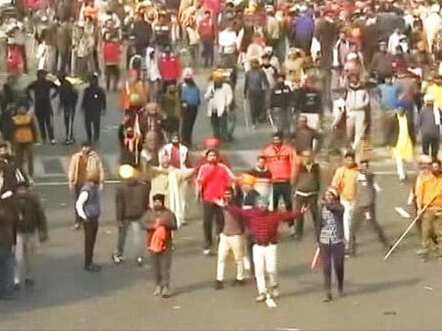 Video : Protestors Removed From Red Fort, Internet Cut In Parts Of Delhi