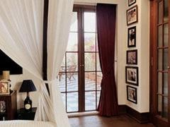 Kareena Kapoor Khan ने शेयर की नए घर की फोटो, बोलीं- नई शुरुआत का दरवाजा... देखें Inside Pics