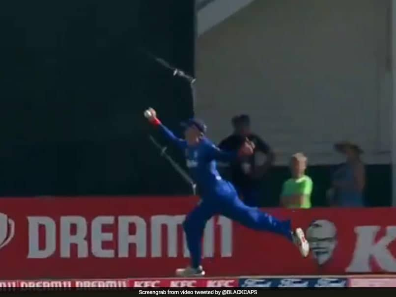 "Martin Guptill Pulls Off ""Outstanding"" One-Handed Juggling Catch In Super Smash. Watch"