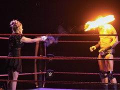 WWE में रेसलर एलेक्सा ने लिया रैंडी ऑर्टन से बदला, रिंग में ही यूं जला डाली आंखें- देखें Video