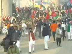 Farmer Protest Live Updates: Chaos At Delhi Border As Cops Use Tear Gas, <i>Lathis</i>