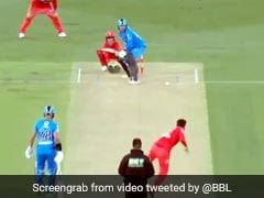 BBL 2020: बल्लेबाज ने दी गेंदबाज को No Ball डालने की सजा, जड़ दिया इतना लंबा छक्का - देखें Video