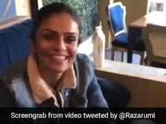पाकिस्तान में दो महिलाओं ने उड़ाया कैफे मैनेजर की अंग्रेजी का मजाक, जमकर मचा बवाल - देखें Video