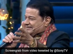 The Kapil Sharma Show में आए अनूप जलोटा, गाया- चिंगारी कोई भड़के...देखें Video