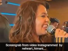 Neha Kakkar ने नए साल के मौके पर यूं बिखेरा सिंगिंग का जादू, वायरल हुए Videos