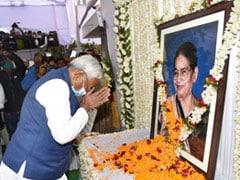 बिहार: केंद्रीय मंत्री रविशंकर प्रसाद की मां के श्राद्ध कार्यक्रम में पहुंचे CM नीतीश कुमार