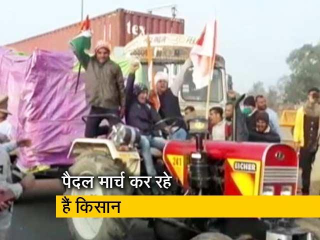 Video : टिकरी बॉर्डर पर किसान बैरिकैड्स हटाकर आगे बढ़े