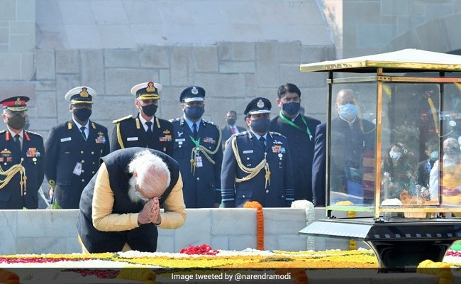 PM Modi, President Kovind, Other Ministers Pay Tributes To Mahatma Gandhi At Raj Ghat