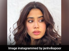 Janhvi Kapoor Gives Us Beauty Inspiration With Her Natural Dewy Makeup Look