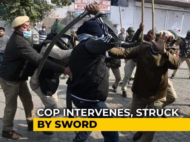 Video : Delhi Cop Injured By Sword During Clashes At Farmers' Protest Site