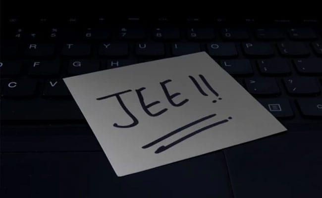 JEE Main (April) Exam: कोरोना के बढ़ते मामलों के बीच स्थगित हुई परीक्षा, जानें-कब होगा नई तारीख का ऐलान