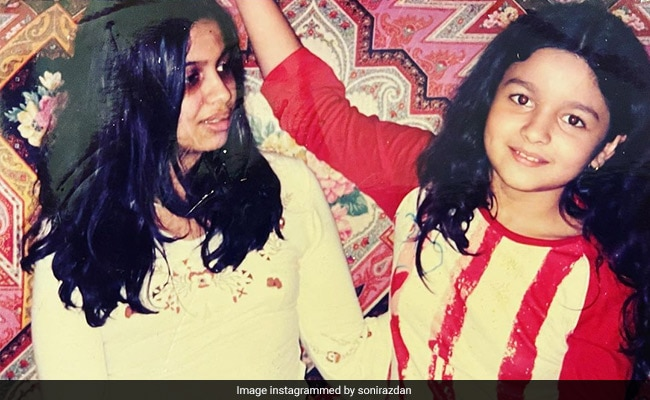 Can't Take Our Eyes Off Alia Bhatt In This Adorable Throwback Pic With Sister Shaheen