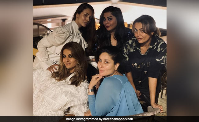 Kareena Kapoor 'Reunites' With Her Girl Gang. See Pics
