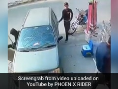 Watch How This Thief Stole A Bag From Parked Car. Shocking Video Is Viral